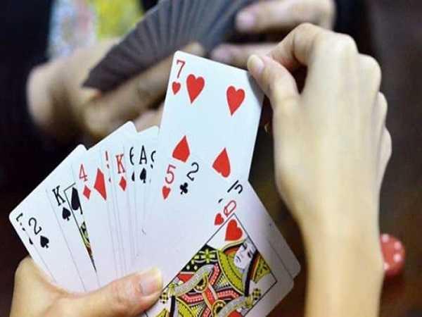 Mơ thấy đánh bài mang đến điềm báo gì, đánh con số lô đề nào?